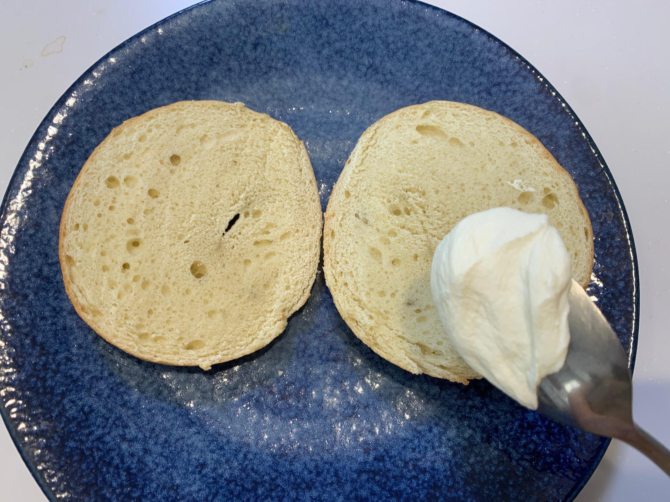 クリームチーズとベーグル